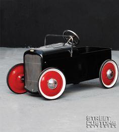 Hot Rods for Kids: http://www.streetcustoms.com.br/revistas-carros/life-style/pedal-car-hot-infantil-brasileiro.html