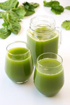 Este zumo detox es muy depurativo y está increíblemente rico. Es muy fácil de preparar y es una forma ideal de comer fruta, sobre todo si no te gusta mucho.