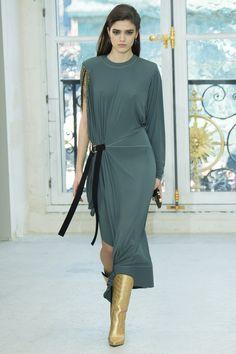Louis Vuitton Spring 2017 Ready-to-Wear Fashion Show - Alexandra Micu