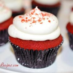 ****use this recipe for Ms. Stubbs Red Velvet Cupcakes with Chocolate Ganache Filling. Silky red velvet cupcake, filled with Chocolate Ganache and then topped with a cream cheese frosting with the touch of rum. Rum Cupcakes, Gourmet Cupcakes, Red Velvet Cupcakes, Cupcake Recipes, Cupcake Cakes, Dessert Recipes, Cup Cakes, Strawberry Cupcakes, Easter Cupcakes