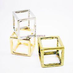 Anillo cuadrado.  Color: dorado, plateado o bronce  6,25€