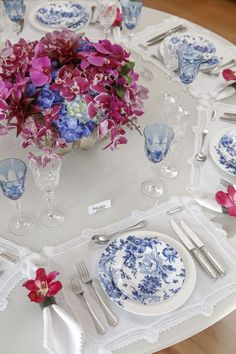 Pretty tablescape / table setting/ linens and plates