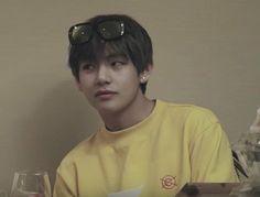 """pov: you're going on a vacation with your bestfriend kim taehyung; a devastating thread"" Kim Taehyung, Namjoon, Kpop, Daegu, Bts Boys, Korean Singer, Boyfriend Material, Jung Hoseok, Jimin"
