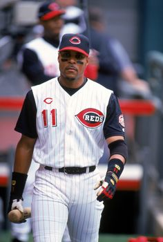 Fact of the Day: Did you know that MLB and Reds Hall of Famer, Barry Larkin, became the first Shortstop in MLB history to become a member of the club? In Larkin hit a career-high 33 home runs and stole 36 bases. Mlb Uniforms, Baseball Uniforms, Baseball Boys, Baseball Players, Baseball Photos, Baseball Cards, Ken Griffey Sr, National Baseball League, Mlb Nationals