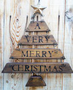 Christmas Door Hanging Rustic Christmas by Christmas Door Hangings, Wooden Christmas Trees, Rustic Christmas, Christmas Tree Decorations, Pallet Christmas, Christmas Projects, Holiday Crafts, Holiday Decor, Christmas Ideas