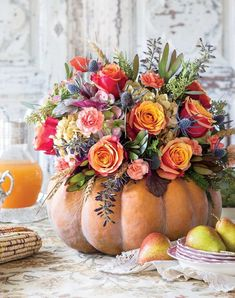 From subtle vignettes to this breathtaking nestled bouquet, Victoria magazine sh. - From subtle vignettes to this breathtaking nestled bouquet, Victoria magazine shares six creative w - Pumpkin Bouquet, Pumpkin Flower, Pumpkin Vase, Flower Arrangement Designs, Fall Floral Arrangements, Halloween Flower Arrangements, Pumkin Decoration, Decoration Table, Thanksgiving Table