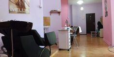 Kris Studio un salon cosmetic ultracentral din Pitesti Conference Room, Studio, Table, Furniture, Home Decor, Drawing Rooms, Homemade Home Decor, Meeting Rooms, Mesas