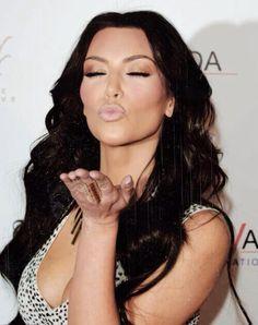 Moi quand je sais que tu parles de moi dans tes tweet visés. allez kiss haan
