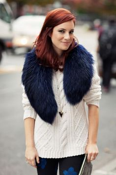 Knitted Sweater And Fur Cowl 2017 Street Style