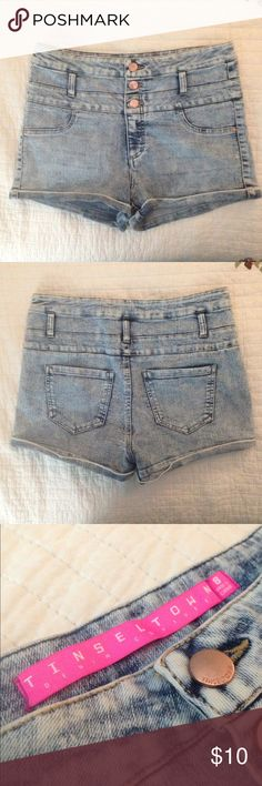 "High-waisted Denim Shorts High-waisted denim shorts just in time for summer! ☀️ Stretchy and true to size. Bought them as my ""goal size"" shorts and never got there 🤷🏼‍♀️🙂 Cute and comfortable. Quite short but long enough to cover your bum. Would go GREAT with a pair of chucks!! Tinseltown Shorts Jean Shorts"