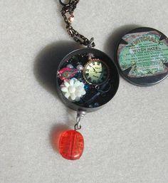 Secret Compartment Retro necklace