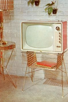 Vintage TV, I would love this in my living room. Casa Retro, Retro Home, Retro 2, Retro Ideas, Vintage Tv, Mid-century Modern, Green Label, Vintage Television, Estilo Retro