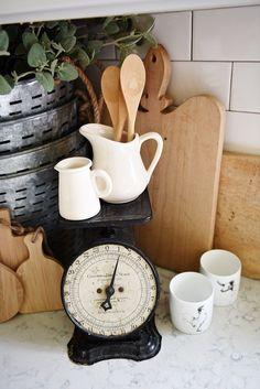 Farmhouse style kitchen decor - A great blog for farmhouse style home decor inspiration!
