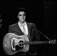 Elvis Presley : The Dress Rehearsal : The Ed Sullivan Show : October 28 Elvis Presley Live, Elvis Presley Photos, Scotty Moore, The Ed Sullivan Show, Young Elvis, Buddy Holly, Lisa Marie Presley, Rehearsal Dress, Graceland