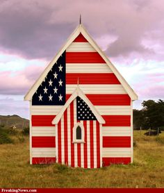 God Bless America Suzanne -- Texas is a big part of The United States of America. Not the best, but there it is . I Love America, God Bless America, American Flag Pictures, Barn Art, Land Of The Free, Home Of The Brave, Old Barns, Country Barns, Red White Blue