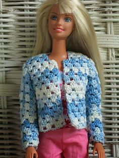 Crochet Dolls Clothes Today's pattern is a cardigan sweater for Barbie. This pattern will fit both the tnt older style barbie and the belly button new. Crochet Barbie Patterns, Crochet Doll Dress, Barbie Clothes Patterns, Crochet Barbie Clothes, Doll Clothes Barbie, Crochet Doll Pattern, Barbie Dress, Knitted Dolls, Clothing Patterns