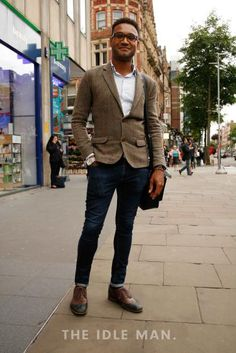 Men's Street Style Smart Casual - Leaning towards the smarter side of smart casual, the blazer means you can be set for meeting as well as after work drinks. Shop the look at The Idle Man Mens Fashion Casual Shoes, Mens Fashion Suits, Men's Fashion, Smart Casual Menswear, Men Casual, Casual Wear, Men Street, Casual Street Style, Blazer