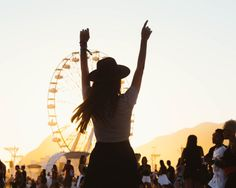 Fotos no Rock In Rio com amiga Rio Photos, Sunset Photos, Rock Festivals, Summer Festivals, Wheel In The Sky, How Far Ill Go, Look Rock, Photos Tumblr, Foto Pose