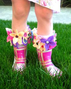 A free rain boot liner tutorial by American Felt and Craft Rain is cold, rain boots are not warm, fleece is soft and warm