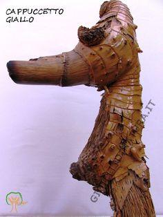 Cappuccetto Giallo, detto Eldorado. Driftwood art. Bois flotté. Leggi la storia.