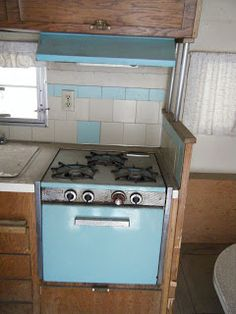 Gracie's Victorian Rose-original blue stove...I am drooling!