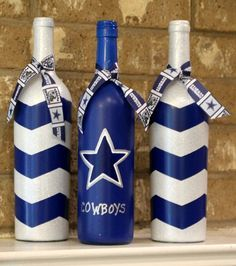 Dallas Cowboys wine bottles football decor by TheAnchoredElephant - Use this idea to create your own football DIY wine bottle crafts! Liquor Bottle Crafts, Wine Bottle Glasses, Recycled Wine Bottles, Wine Bottle Corks, Painted Wine Bottles, Diy Bottle, Glass Bottles, Decorative Wine Bottles, Crafts With Wine Bottles