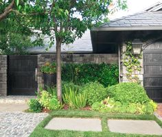 california home with stone fence // Ohara Davies-Gaetano #curbappeal #california #landscape