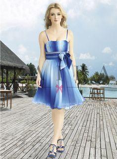v modrej farbe Strapless Dress, Dresses, Fashion, Colors, Strapless Gown, Fashion Styles, Dress, Fashion Illustrations, Gown