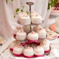 Bolos de casamento individuais permitem inovações na decoração da festa - Casamento - UOL Mulher