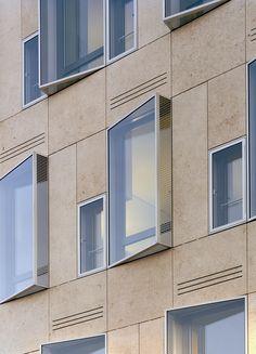 DKV-Hauptverwaltung – Störmer Murphy and Partne… Chinese Architecture, Futuristic Architecture, Facade Architecture, Concept Architecture, Cades, Centre Commercial, Hospital Design, Brick Building, Facade Design