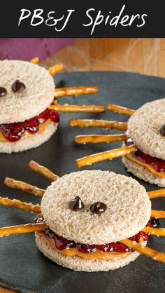 Fun Halloween Snack or Lunch idea - Peanut Butter and Jelly Spider Sandwiches. - Fun Halloween Snack or Lunch idea – Peanut Butter and Jelly Spider Sandwiches. PB&J Spiders. Comida De Halloween Ideas, Halloween Food For Party, Halloween Halloween, Halloween Dinner, Women Halloween, Halloween Makeup, Halloween Party For Kids, Halloween Lunch Ideas, Halloween Jelly
