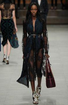 sfilata-donna-burberry-autunno-inverno-2014-2015-trasparenza  #burberry #womenswear #abbigliamentodonna #vestiti #clothes #autunnoinverno #autumnwinter #moda2014 #fashion