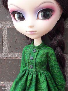 Pullip green dress.