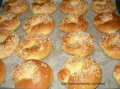 Δεν είναι λαχταριστά; Από τις αγαπημένες μου δραστηριότητες στην κουζίνα είναι το ζύμωμα.Ζύμες, πίτες, ζυμαράκια, κουλουράκια,ψωμάκια, γλυκά, αλμυρά, απλοϊκά,σύνθετα,φούρνου,τηγανιού, κατσαρόλας, ό… Greek Sweets, Greek Desserts, Greek Recipes, Food Network Recipes, Food Processor Recipes, Cooking Recipes, Koulourakia Recipe, Greek Cookies, Greek Appetizers