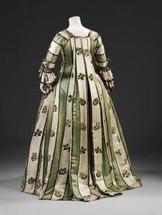 Silk and linen dress 1770-79