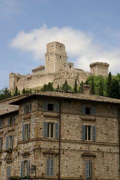 Assisi, Piazza San Rufino, Blick zur Rocca Maggiore (View of Rocca Maggiore) | by HEN-Magonza