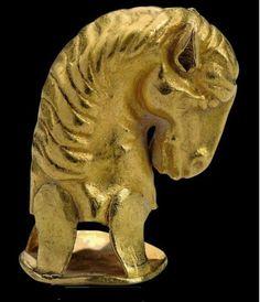 A SCYTHIAN GOLD HORSE HEAD FINIAL CIRCA 5TH-4TH CENTURY B.C.
