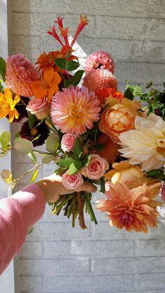 Dahlia Wedding Bouquets, Dahlia Bouquet, Dahlia Wedding Centerpieces, Floral Bouquets, Orange And Pink Wedding, Orange Wedding Flowers, Orange Pink, September Flowers In Season, September Wedding Flowers