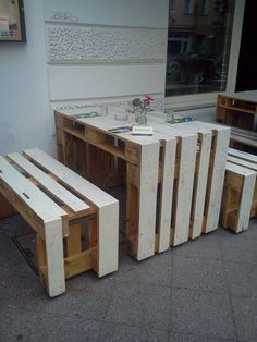 Pallet Ideas : Want to renovate your home with wooden pallet furniture? We are the right place for you. Visit us and get to know a lot of pallet ideas. Wooden Pallet Furniture, Recycled Furniture, Wooden Pallets, Home Decor Furniture, Dining Furniture, Furniture Design, Easy Woodworking Projects, Diy Pallet Projects, Pallet Ideas