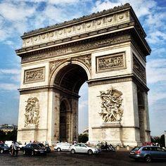 Arc de Triomphe in Paris, Île-de-France. 18o6