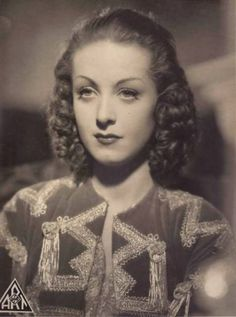 Danielle Darrieux - c. Old Hollywood Glamour, Classic Hollywood, Porfirio Rubirosa, Sophia Loren Images, European Girls, French Actress, Famous Women, Old Movies, Marie Antoinette
