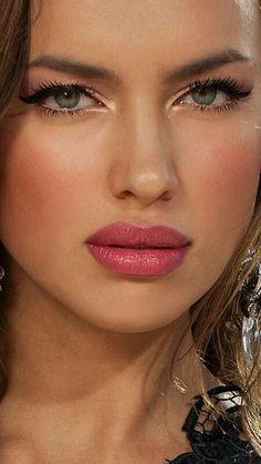 Irina Shayk l Ria Most Beautiful Faces, Beautiful Celebrities, Beautiful Eyes, Gorgeous Women, Beautiful People, Irina Shayk, Beauty Makeup, Hair Beauty, Mannequins