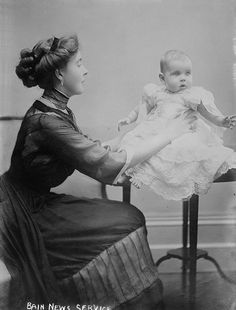 Crown Princess Margaret of Sweden with her daughter Princess Ingrid, the future Queen of Denmark. Princess Louise, Princess Margaret, Prince And Princess, Kingdom Of Sweden, Queen Of Sweden, Swedish Royalty, Kids Library, Young Prince, Danish Royal Family
