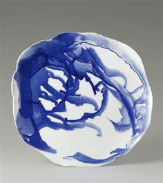 Porcelain plate with irregular borders (prototype) made by Hideyuki Hayashi (born manufacture de Sèvres Ceramics Projects, Japanese Ceramics, Delft, Decorative Bowls, Projects To Try, Blue And White, Plates, 21st Century, Biscuit