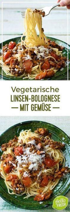 Step by Step Rezept: Würzige Linsen-Bolognese mit viel Gemüse und Basilikum Kochen / Essen / Ernährung / Lecker / Kochbox / Zutaten / Gesund / Schnell / Frühling / Einfach / DIY / Küche / Gericht / Blog / Leicht / Veggie / Vegetarisch / Pasta / Italienisch / Spaghetti / Soulfood #hellofreshde #kochen #essen #zubereiten #zutaten #diy #rezept #kochbox #ernährung #lecker #gesund #leicht #schnell #frühling #einfach #küche #gericht #trend #blog #spaghetti #bolognese #pasta #veggie #vegetarisch