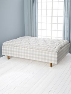 Superia Bed (Mattress with Frame) by Hästens