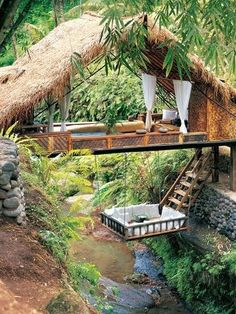 I would TOTALLY sleep in the hanging bed!!