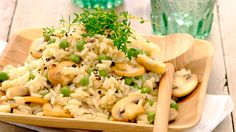 Savoury Mushroom & Pea Rice: Jazz up your rice with the addition of mushrooms and peas then bring the flavours all together with KNORR Stock Pot! Side Recipes, Dinner Recipes, Healthy Foods To Eat, Healthy Eating, Vegetarian Recipes, Healthy Recipes, Yummy Recipes, Recipe Today, Soul Food