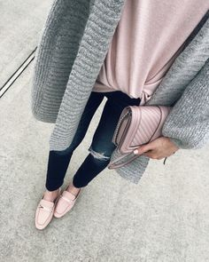 IG- @sunsetsandstilettos- casual outfit inspiration- cardigan and pink shoes