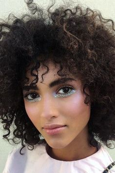 Just Below the Lashline - 25 Dazzling New Year's Eve Makeup Ideas - Photos